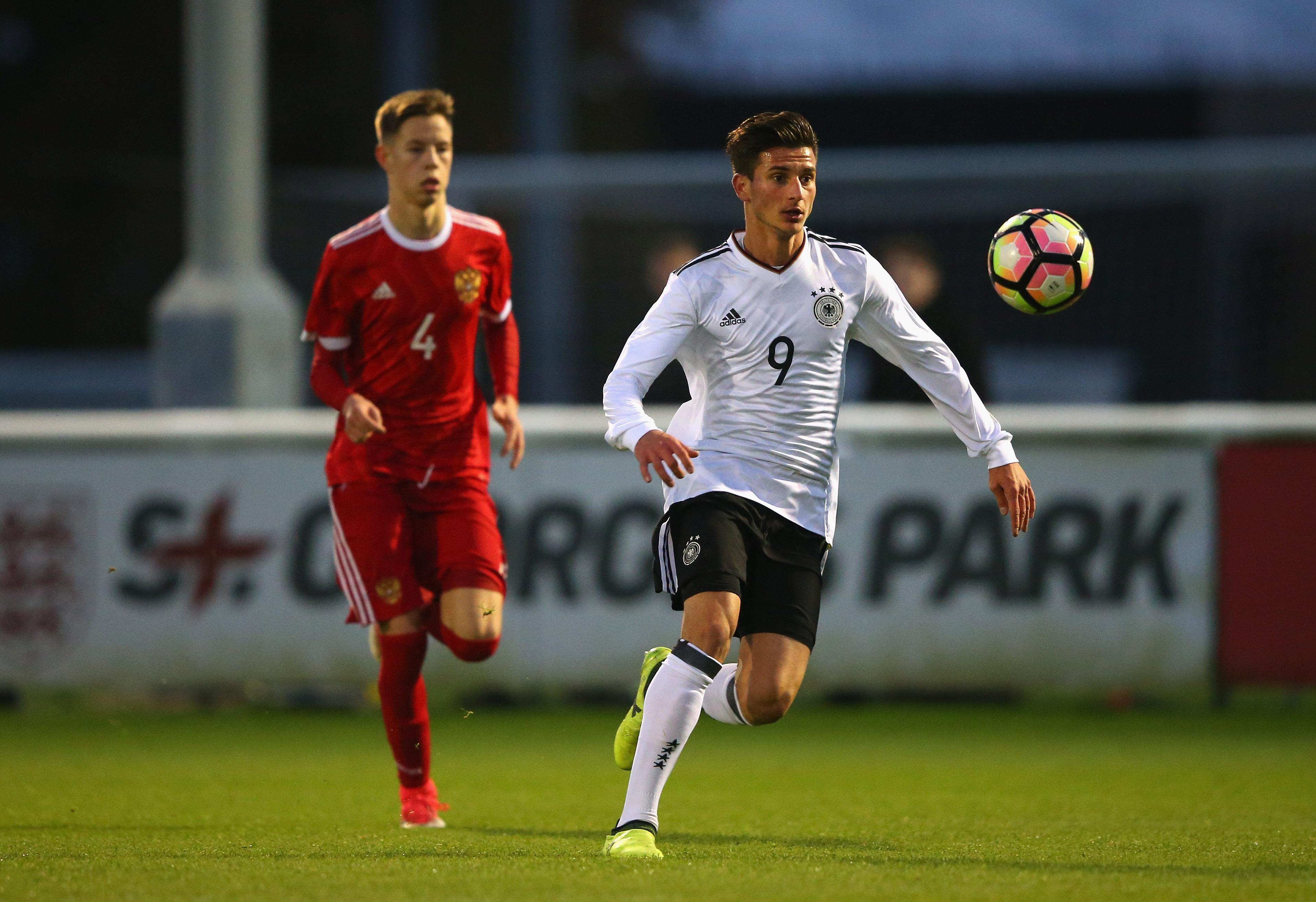Shtutgarti ka dhurata për Krishtlindje, shqiptari 17-vjeçar nuk e lë vetëm me debutimin në Bundesligë