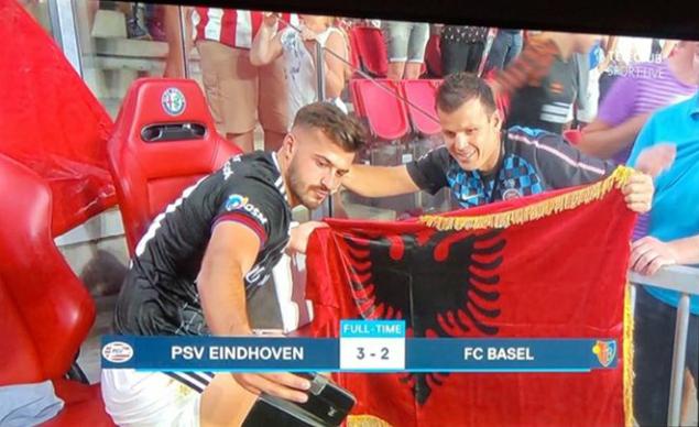 """Zvicrën sa për Kombëtare, Ajeti pas golit me PSV ka """"selfie"""" me flamurin e Shqipërisë"""