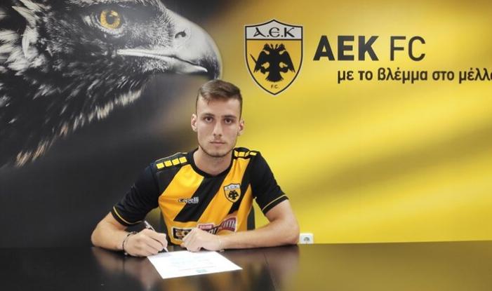Refuzoi tre herë Greqinë për Shqipërinë, super talenti Mitaj firmos kontratën me AEK-un
